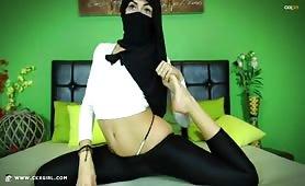 ZeiraMuslim | CKXGirl™ | White Croptop | www.ckxgirl.com