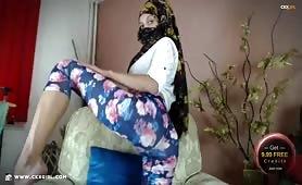 JasminMuslim | CKXGirl™ | Floral Leggings & White Crop Top | www.ckxgirl.com