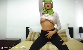 Muna aka muslimgirll | CKXGirl™ | Black Ripped Leggings | www.ckxgirl.com