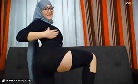 Muna aka muslimgirll | CKXGirl™ | Ripped Leggings | www.ckxgirl.com