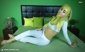ZeiraMuslim | CKXGirl™ | Blue Denim Jeans & White Hijab | www.ckxgirl.com