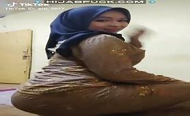Hijabi Sexy TikTok Dancing!